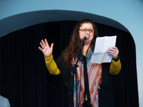 Auf der Bühne: Poetry Slammerin Mona Egger-Grabher.