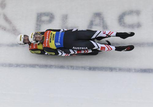 Auf der Fahrt zu Rang drei in Lake Placid trugen Thomas Steu und Partner Lorenz Koller zum vorerst letzten Mal das Trikot der Gesamtweltcupführer.gepa