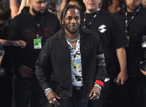 """ausgezeichnet Kendrick Lamar erhielt als erster Rapper und als erster Musiker, der nicht aus der Klassik oder dem Jazz kommt, den Pulitzer-Preis. Lamar erhielt die Auszeichnung, die als höchste der Medienbranche gilt, für sein Album """"Damn"""". Der 1987 in Kalifornien geborene Grammy-Preisträger gilt als einer der derzeit bedeutendsten und erfolgreichsten Rapper."""