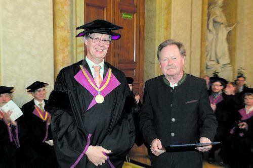 Auszeichnung von der TU Wien für Hans Halbgebauer (r.). TU