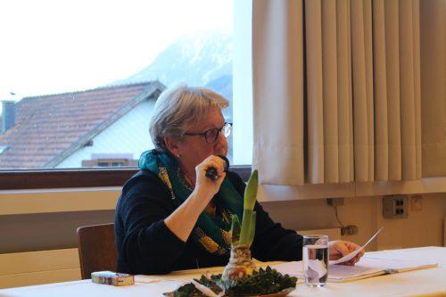 Autorin Maria Ettlinger lasbesinnliche Texte.