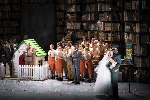 """Die von der verstorbenen Opernintendantin Eva Kleinitz und Regisseurin Mariame Clément wiederentdeckte Oper """"Barkouf"""" von Offenbach wurde ausgezeichnet. Opera du Rhin/klara Beck"""