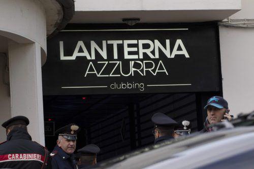 Bei einer Massenpanik sind sechs Personen in einer Disco bei Ancona gestorben. AFP