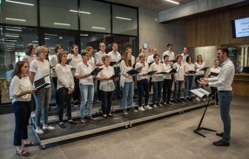 """Bis heute zählt der Chor """"mel(l)ôdiös"""" dreißig singbegeisterte Mitglieder.h. Hager"""