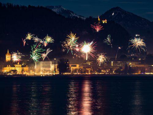 Bregenz im pyrotechnischen Lichtermeer: Das private Abfeuern von Feuerwerkskörpern ist mit Sicherheitsregeln und Vorschriften verbunden. Sams