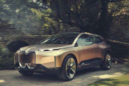 """Das Kürzel i5 könnte am Heck der Serienversion der Studie """"Vision iNext"""" kleben. Bis 2025 soll es in der gesamten BMW Group zwölf Elektromodelle geben.werk"""