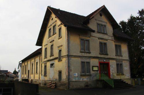 Das Lauteracher Vereinshaus steht vor einem Neuanfang – im Zuge einer behutsamen Revitalisierung wird auch die Fassade überarbeitet. STRAUSS