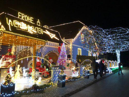 Das Wohnhaus der Familie Tirok sorgt bei Weihnachtsfans für Begeisterung. APA