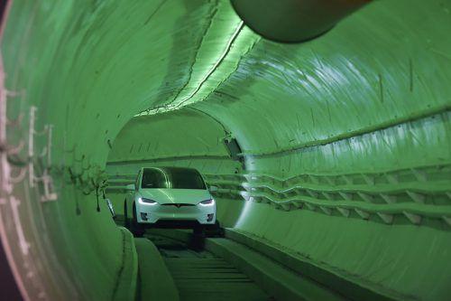 Der 1,8 Kilometer lange und 3,65 Meter breite Testtunnel in Hawthorne südlich von Los Angeles wurde von Musks Firma The Boring Company gebaut. AP