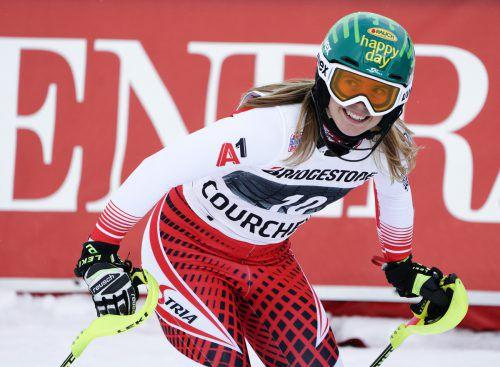Der Blick auf die Anzeigetafel macht sicher: Katharina Liensberger fuhr mit Platz fünf in Courchevel ihr bestes Resultat in einem Spezialslalom ein.ap
