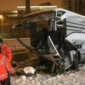 Böses Ende einer Busreise: Eine Tote, 44 Verletzte