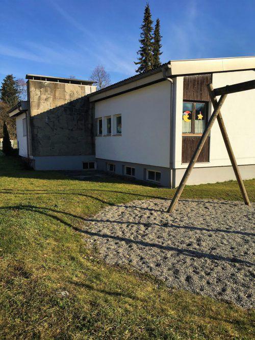 Der ehemalige Bludescher Kindergarten an der Hauptstraße ist abbruchreif. VN/JS