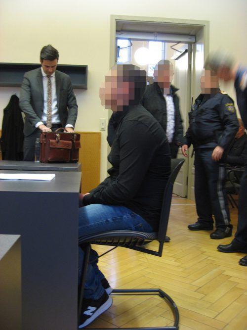 Der Erstangeklagte belastete seinen Komplizen vor der Polizei, doch vor Gericht deckt er ihn. eckert