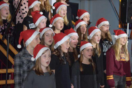 """Der Hittisauer Schulchor unterhielt bei """"Gaudete"""" mit weihnachtlichen Weisen. ME"""
