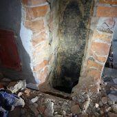 Junger Weihnachtsmann aus Kamin gerettet