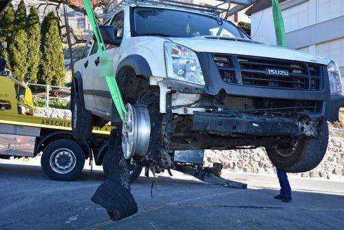 Der Lenker des stark lädierten Fahrzeugs konnte bald von der liechtensteinischen Landespolizei ausgemittelt werden.Landespolizei