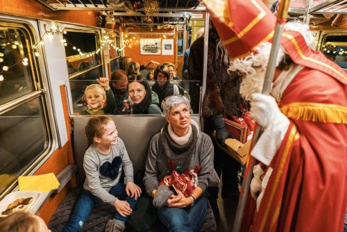 Der Nikolaus beschenkte die Kinder im Adentzügli.
