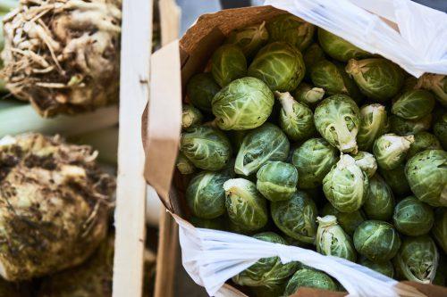 Der Rosenkohl, auch Sprossenkohl genannt, ist ein vitaminreiches Wintergemüse, so wie viele andere Kohlsorten auch.bio-austria/Ivo Vögel