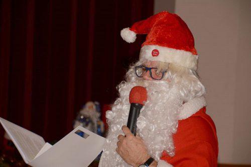 Der Weihnachtsmann bei der Weihnachtsfeier der Nüziger Pensionisten.                              Nüziger Pensionisten