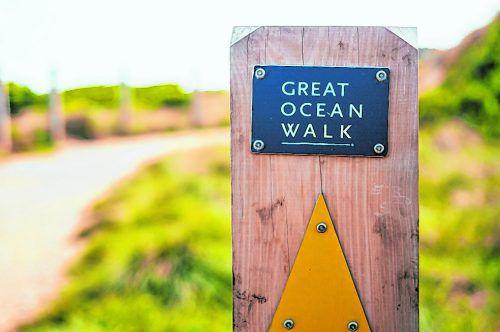 Der Weitwanderweg führt durch unberührte Natur und mehrere Nationalparks.