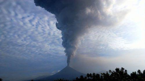 Die Asche wurde bis zu 7,5 Kilometer hoch in die Luft geschleudert. AFP
