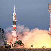 Drei Raumfahrer erfolgreich in Sojus-Kapsel zur ISS gereist
