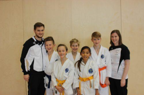 Die erfolgreichen Teilnehmer am Internationalen Nikolausturnier in Feldkirch vom 1. Dezember.Karateclub Blumenegg?