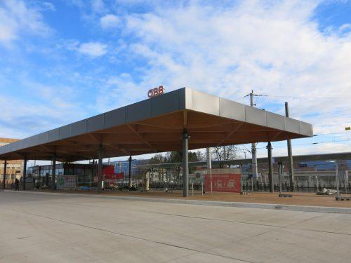 Die Gemeinde beteiligt sich mit 4,5 Mio an der Bahnhofsanierung, nächstes Jahr werden 1,2 Millionen Euro investiert. Gemeinde