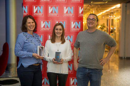 Die glücklichen Gewinnerinnen mit VN-Marketingmitarbeiter Christian Lorenz. VN/Paulitsch