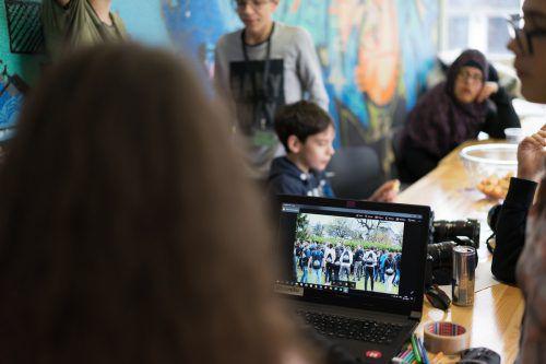 Die Jugendlichen lernen im Film- und Fotocamp alle Schritte des Filmemachens. OJAL