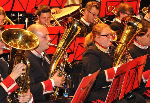 Die Musikanten der Bürgermusik Hard bereiten sich auf das Adventkonzert vor. wam