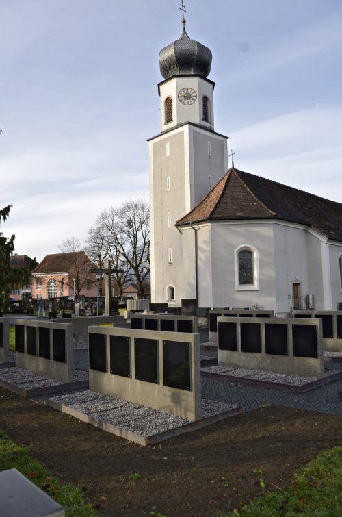 Die neu errichteten Urnengräber am Friedhof Meiningen.Gemeinde