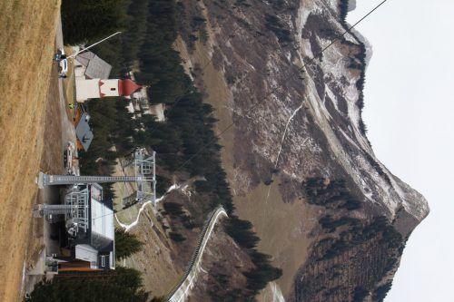 Die neue Sechser-Sesselbahn in Damüls, jetzt auch mit Schnee, ist startklar.