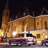 Nach brutalem Kirchenüberfall in Wien Täter weiter auf der Flucht