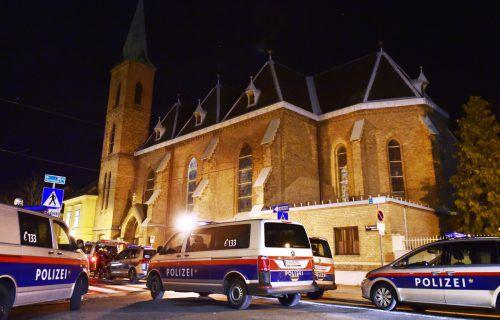 Die Polizei sperrte das Areal um die Kirche großräumig ab. APA