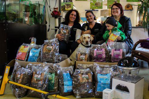 Die Tierfreundinnen Claudia Bickel, Monika Egle und Nadine Rützler spendeten an das Tierschutzheim. CEG