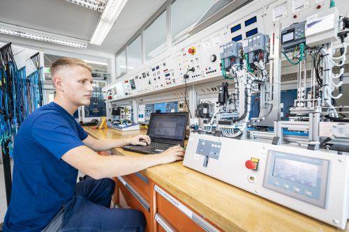Dominic Franic macht eine Elektrotechniklehre bei den Illwerke VKW in Vandans.