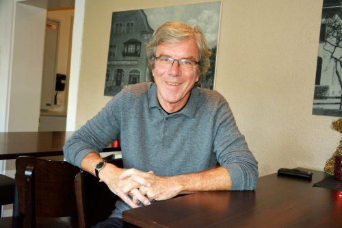 Dr. Albert Lingg genießt seinen Ruhestand an seinem neuen Wohnort Lustenau – hier im Austria Café.eh
