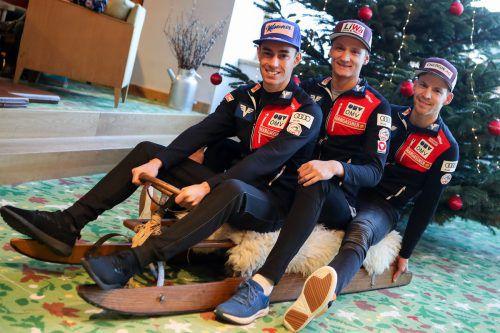 Ein sichtlich gelöstes Springertrio: Stefan Kraft, Daniel Huber und Michael Hayböck (von links) sehen dem Tourneestart in Oberstdorf ohne Druck entgegen.gepa