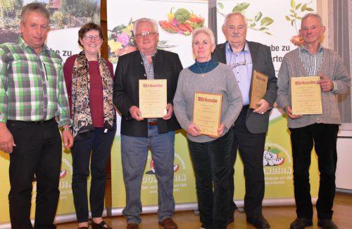 Eine Urkunde gab es für langjährige Mitglieder des Obst- und Gartenbauvereins Dornbirn.