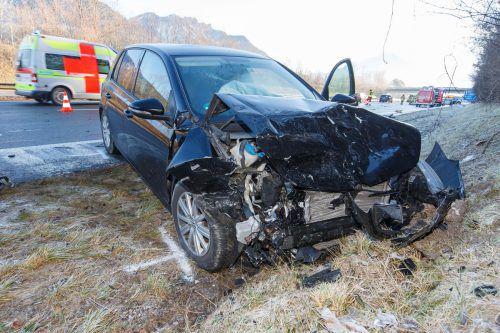 Eines der beteiligten Fahrzeuge. Die Autobahn musste eine halbe Stunde lang gesperrt werden. hofmeister