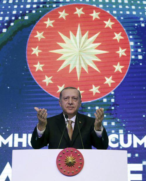 Er habe beschlossen, noch mit dem Angriff zu warten, sagte Erdogan. AP
