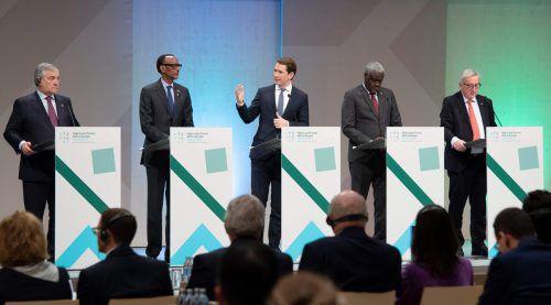EU-Parlamentspräsident Tajani, Kagame, Kurz, AU-Kommissionschef Faki und EU-Kommissionspräsident Juncker (v.l.) in Wien. AFP