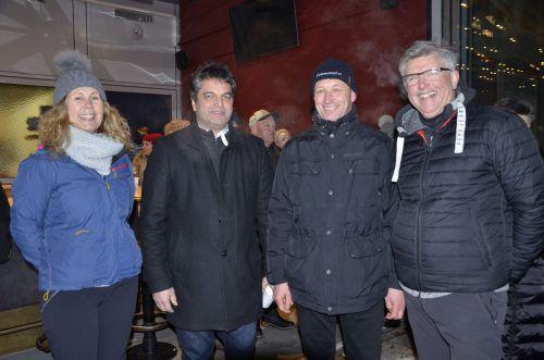 """Evelyne Oberhauser (Bergbahnen Diedamskopf), Bgm. Andreas Simma, Bgm. Walter Beer und Organisator Martin Strolz eröffneten das """"Schneegestöber"""". mam"""
