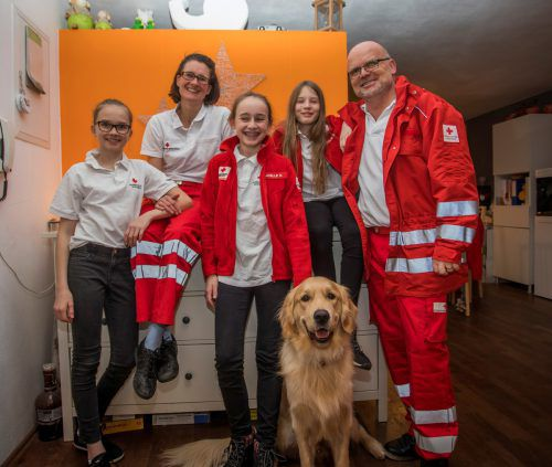 Familie Hauser aus Alberschwende engagiert sich seit fünf Jahren ehrenamtlich für das Rote Kreuz. VN/Paulitsch