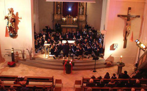 Festliche blasmusikalische Klänge im Ambiente des Kirchenraumes in Lochau. bms