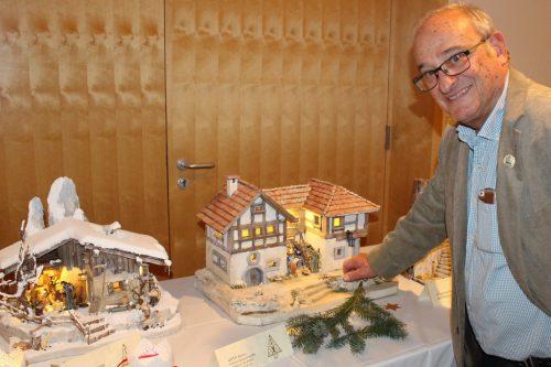 """Benno Natter, keine """"Konkurrenz"""", sondern Ergänzung, zeigte heuer u. a. eine Krippe, die einem Haus in Bregenz nachempfunden ist."""