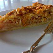 Apfelkuchen mit Mürbteig und karamellisierten Mandeln
