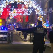 Todesschüsse auf Weihnachtsmarkt in Straßburg: Die Polizei geht von einem terroristischen Hintergrund aus. Verdächtiger auf der Flucht. D10