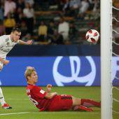 Bale bombt drei Mal